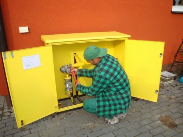 prace nad budową instalacji